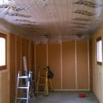 Isolation du plafond et pose des tasseaux sur les murs